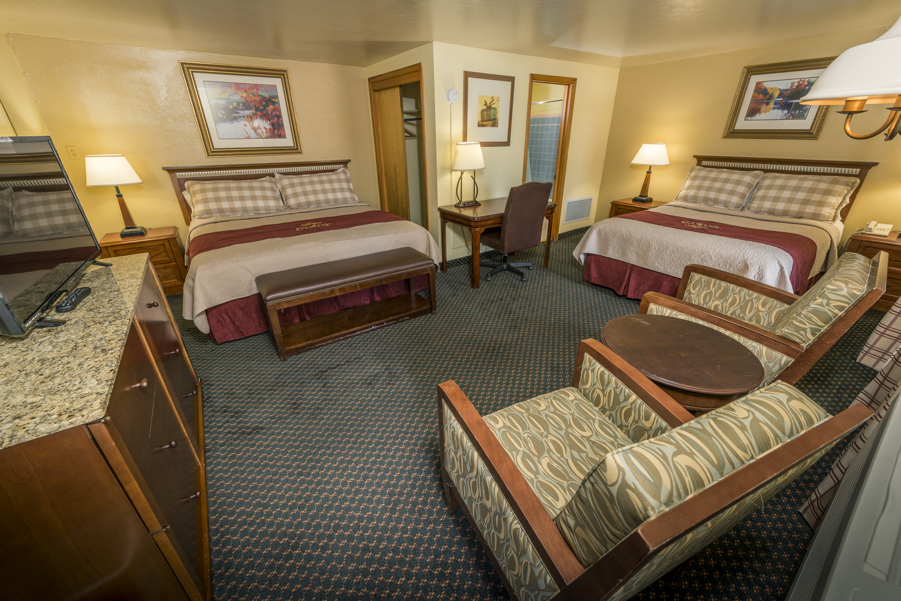 King and Queen – Rainbow Lodge and Inn